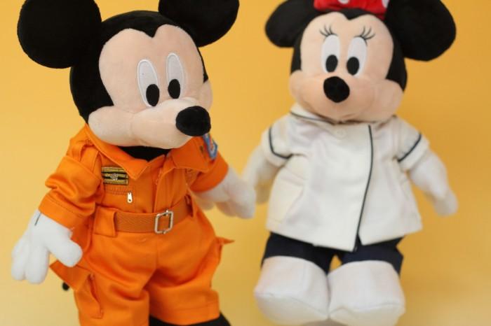 ミッキー&ミニーのミニチュア制服左