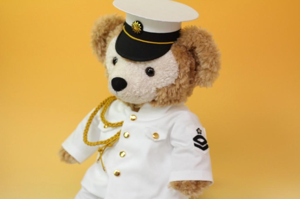 ダッフィーのミニチュア制服斜め